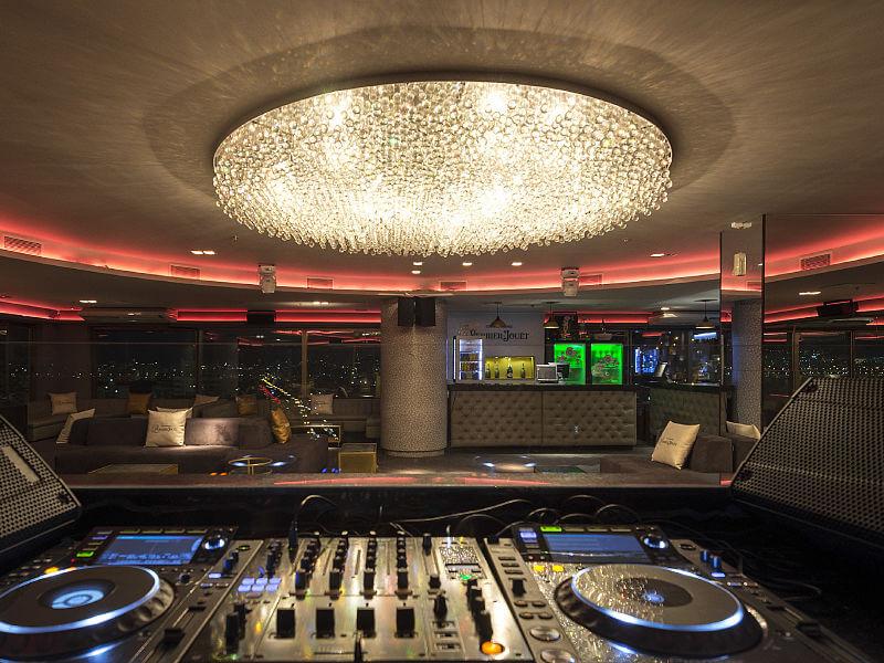 iluminação de casa de festa