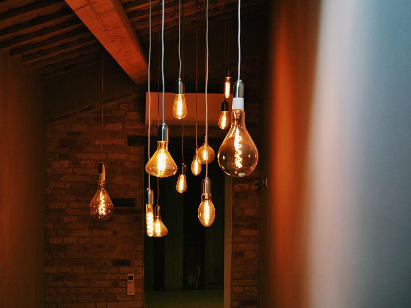 lâmpadas penduradas