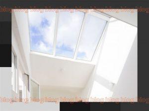 fotografia da parte superior de um ambiente com iluminação zenital