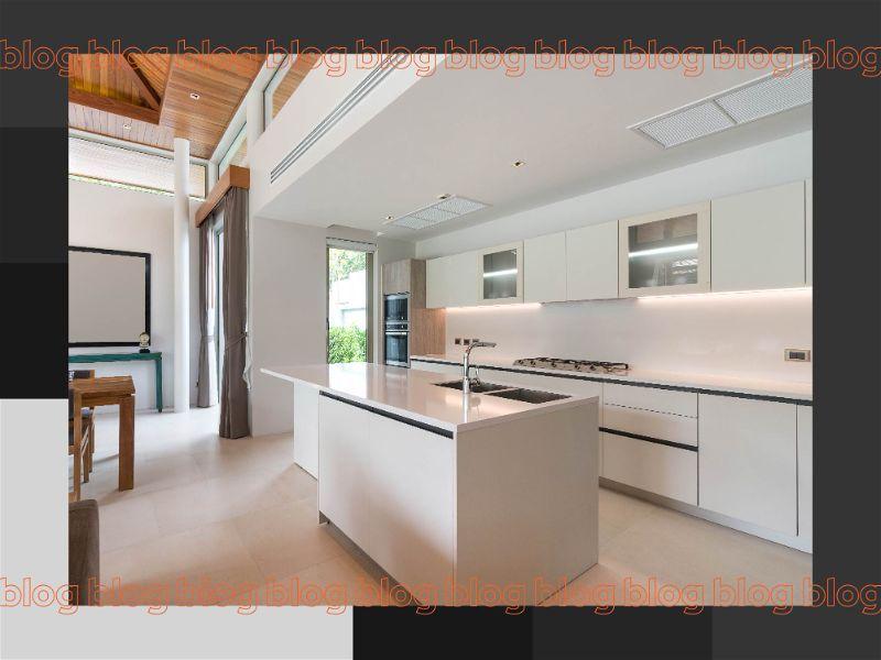 Banner com grande cozinha moderna com iluminação de LED e também com iluminação natural