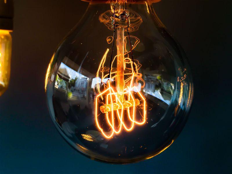Fotografia micro de uma lâmpada incandescente - inventor lâmpada