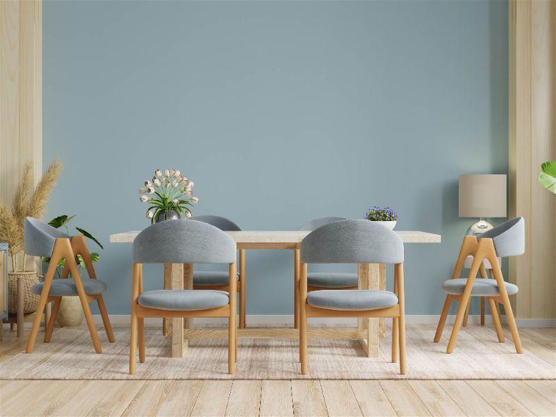 sala de jantar com iluminação por lustres, iluminação com abajures para sala d jantar. Jogo de mesa e cadeiras na cora azul claro