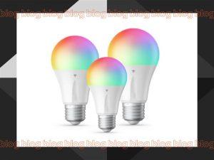 tres esboços de lampadas com fundo branco