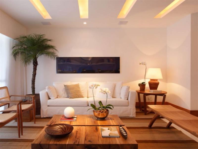 rasgo de luz em teto de sala de estar