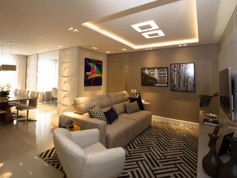 iluminação embutida em sala com plafon e sanca de gesso