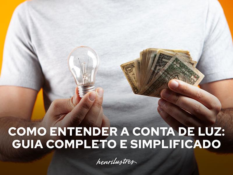 homem segurando lâmpada em uma mão e dinheiro em outra